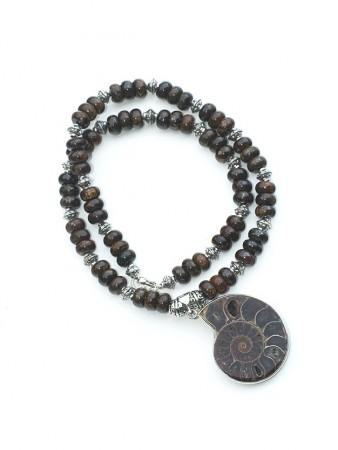 Ammonitt anheng med perler