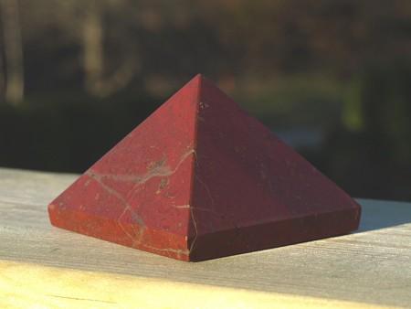 Pyramide av r�d Jaspis
